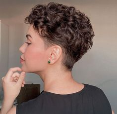 Short Curly Hairstyles For Women, Haircuts For Curly Hair, Curly Hair Cuts, Short Hair Cuts For Women, Curly Hair Styles, Super Short Hair, Short Wavy Hair, Wavy Pixie Cut, Short Hair Undercut