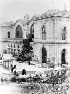 Accident du train de Granville à Montparnasse, Gare de l'Ouest, 1895 ©Photorail