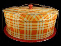 Vintage Red, White, & Yellow Plaid Cake Carrier from jdglass on Ruby Lane - # kuchen Vintage Tins, Vintage Dishes, Vintage Kitchen, Vintage Stuff, Vintage Baking, Vintage Cakes, Pie Carrier, Cupcake Carrier, Cake Tins