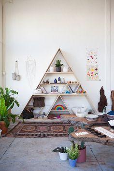 Inspiração do dia: estante triangular em loja americana