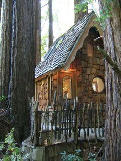 Easy to Build Tiny House Plans! This tiny house design-build video workshop shows how… Tiny House Company, Tiny House Blog, Micro House, My House, Gnome House, Fairy Houses, Play Houses, Cabana, Tumbleweed Tiny Homes
