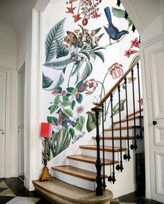 Un papier peint atypique qui met en avant l'escalier