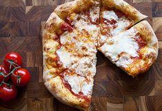 29 recetas de pizza dignas de Instagram para probar en casa A Food, Good Food, Food And Drink, Yummy Food, Yummy Recipes, Sourdough Pizza, Pizza Recipes, Queso, Tasty
