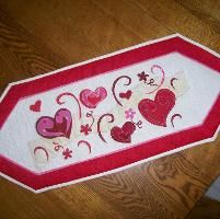 Fesselnd This Valentine Table Runner Will Be Fun To Applique.
