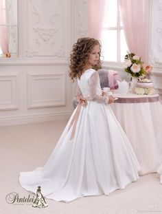 2016 Kids Wedding Dresses with Long Sleeves V Neck Sequins Lace Satin Ballgown Flower Girls Dresses for Weddings with Bow Sash & Sweep Train