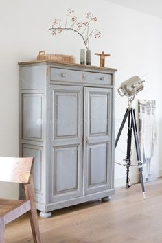 perfect grey Delicate and classy - Flax & Twine Paint Furniture, Furniture Makeover, Furniture Inspiration, Interior Inspiration, Home And Living, Living Room, Muebles Living, Interior Decorating, Interior Design