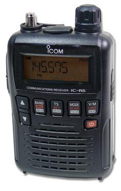 Der ICOM IC-R6 hat eine gewisse Ähnlichkeit zum ICOM IC-R5, bietet jedoch einige neuere Eigenschaften und Funktionen, wie z.B. 1300 Speicher, schnellem Speichersuchlauf und bis zu ca. 15 Stunden Empfangsbetrieb*. Auch ist die bereits aus älteren ICOM Modellen her bekannte VSC (Voice Squelch Control) Rauschsperrentechnik wieder dabei.Schon der IC R5 war (bzw. ist) in seiner Klasse ein Klassiker. Wer einen kleinen und leistungsfähigen Handscanner sucht, der sollte sich den IC-R6...