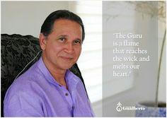 El Guru es una llama, que al encontrar la mecha hace con que se derritan nuestros corazones.  The Guru is a flame that reaches the wick and melts our heart.