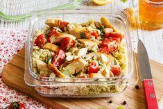 Fraîche et complète, c'est une recette pour un déjeuner d'été. Parfaitement rassasiante, cette salade de semoule au poulet et pesto s'emporte au bureau, en pique-nique ou se déguste en famille, à …