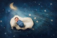 Posh Poses | Newborn Photography | Hand Drawn Night Sky | Out-Of-The-Box Backdrops | Soft & Delicate | That Lighting!