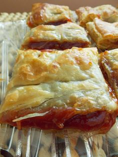 Food and Thrift: Pasteles de Guayaba-(Cuban Guava Pastries) - easy recipe just add simple sugar part from other recipe Cuban Desserts, Spanish Desserts, Delicious Desserts, Yummy Food, Guava Desserts, Spanish Food, Cuban Appetizers, Hispanic Desserts, Spanish Dishes