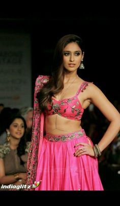 Ileana D'Cruz Super Sexy Skin Show In Pink Lehenga Choli At Lakme Fashion Week Winter Festive 2014 Day 6 ★ Desipixer ★ Indian Bollywood, Bollywood Stars, Indian Film Actress, Indian Actresses, Samantha In Saree, Actrices Sexy, Ileana D'cruz, Lakme Fashion Week, Women's Fashion