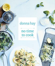 Donna Hay speelt met haar kookboeken als geen ander in op de tijdsgeest: we willen goed en lekker eten, maar de bereiding moet wel in onze drukke agenda's passen.