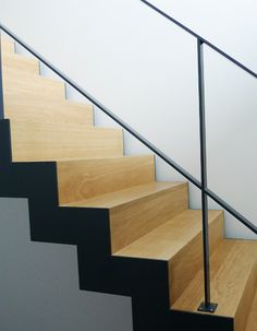 Metalen trap bekleed met hout Dewitte - Metaal & Glas constructies | Brugge - Knokke Interior Stairs, Home Interior Design, Open Trap, Glass Stairs, Stair Landing, Headboard Designs, Future House, New Homes, Wood