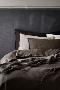 Washed Linen Bedspread - Dark taupe - Home All Washed Linen Duvet Cover, Black Bed Linen, Lit Simple, Bed Linen Design, Luxury Bedding Collections, Apartment Interior Design, Cool Beds, Home Decor Bedroom, Guy Bedroom