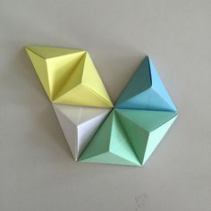 Tutoriel d'art mural origami géométrique amusant. – Origami Community : Explore the best and the most trending origami Ideas and easy origami Tutorial Origami Design, Diy Origami, Mode Origami, Origami Simple, Useful Origami, Origami Tutorial, Origami Instructions, Origami Art Mural, Paper Crafts Origami