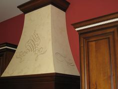 Pitted marmorino with embossed metallic plaster