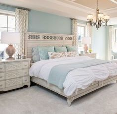 18 Magnificent Design Ideas For Decorating Master Bedroom - Decor Diy Home Small Master Bedroom, Farmhouse Master Bedroom, Master Bedroom Design, Dream Bedroom, Home Decor Bedroom, Bedroom Designs, Master Bedrooms, Bedroom Wall, Bed Room