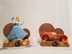 Bollos de Pascua con Huchas de personajes. Figuras de chocolate en Gijón. San Antonio, Birthday Cake, Desserts, Godchild, Buns, Easter, Tailgate Desserts, Deserts, Birthday Cakes