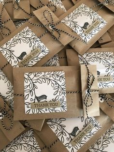 Creative Gift Wrapping, Creative Gifts, Christmas Gift Wrapping, Christmas Cards, Ornament Drawing, Paper Gift Bags, Paper Crafts, Diy Crafts, Pretty Packaging