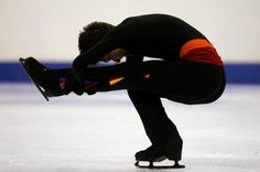 Exercises to Help Figure Skaters Do Sit Spins: Ryan Jahnke does an above average sit spin position with speed and centering Ice Skating Quotes, Figure Skating Quotes, Roller Derby, Roller Skating, Skate Boy, Figure Ice Skates, Ice Show, Ice Princess, Princess Wedding