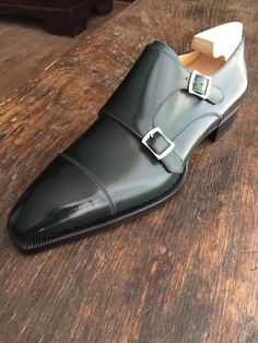 Riccardo Freccia Bestetti : l'enfant terrible du soulier italien Clothes For Big Men, Hot Shoes, Shoes Sandals, Shoes Men, Shoe Boots, Funky Shoes, Pointe Shoes, Men's Wardrobe, Dress Suits