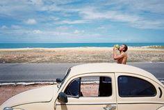 Playa coche viaje coco calor sol luna de miel novio carretera road trip