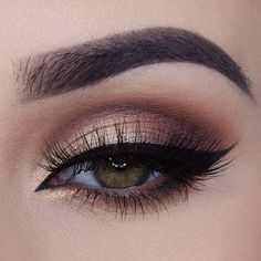 This winged eyeliner is so sharp! Recreate this wing with our KBC Everlasting Gel Eyeliner, sold on our website!