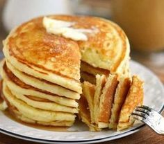 I pancake proteici senza uova con la ricetta golosa Detox Recipes, Veggie Recipes, Sweet Recipes, Buttermilk Pancakes, Pancakes And Waffles, Cake Light, Eggless Recipes, Crepes, Food Hacks