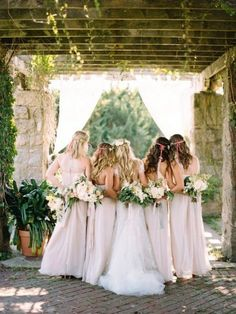14 MUST HAVE WEDDING PHOTO IDEAS WITH YOUR BRIDESMAIDS