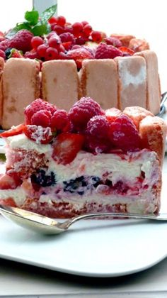 Charlotte aux fruits rouges sans cuisson Plus You are in the right place about light Desserts Here we offer you the most beautiful pictures about the cute Desserts you are looking for. When you examine the Charlotte aux fruits rouges sans cuisson . Cold Desserts, Light Desserts, Summer Desserts, No Bake Desserts, Easy Desserts, Delicious Desserts, Dessert Recipes, Charlotte Dessert, Charlotte Au Fruit