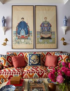 Styling Simplified: Chinoiserie Chic - Emily A. Clark - Styling Simplified: My favorite home decor accessories for creating a chinoiserie chic space. Asian Home Decor, Diy Home Decor, Home Decoration, Design Salon, Decoration Inspiration, Decor Ideas, Interior Inspiration, Chinoiserie Chic, Diy Décoration