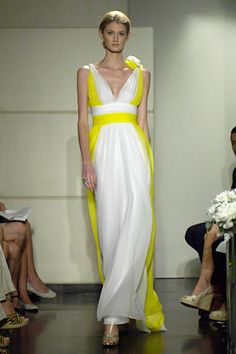 I love yellow! Badgley Mischka nailed it with my favorite color. Loooove this :)