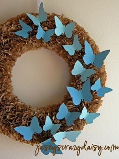 How to Make a paper wreath using pages from a vintage book. An easy DIY craft tutorial idea for beautiful home decor that you can display all year long. Wreath Crafts, Diy Wreath, Fun Crafts, Diy And Crafts, Arts And Crafts, Paper Crafts, Wreath Ideas, Book Wreath, Deco Nature