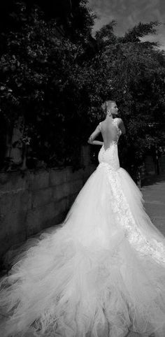 Open backed with that gorgeous detailing of lace across the skirt and train - tick! <3 <3 <3