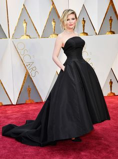Kirsten Dunst in Christian Dior Couture, Niwaka jewelry and Christian Lacroix sandals Oscars 2017 (2)