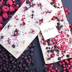 - Невероятно вкусный – э… Incredibly delicious chocolate – this velvety texture and astringent smell cannot be forgotten! 😌 ⠀ ⠀ White Belgian chocolate with … - Chocolate Work, Chocolate Sweets, Chocolate Recipes, Hot Chocolate Gifts, Homemade Chocolate Bars, Artisan Chocolate, Belgian Chocolate, 16 Bars, Bark Recipe