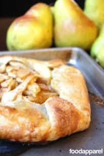 Apple Pear Galette Recipe (Rustic Pie) by Food Apparel Pear Recipes, Holiday Recipes, Jelly Recipes, Pear Dessert Recipes, Apple Galette, Healthy Recipes, Crostata Recipe, Pastries, Tasty