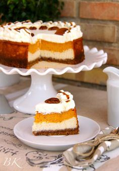 Layered Pumpkin Cheese Cake & Pecans (Tarta de calabaza y queso) Food Cakes, Cupcake Cakes, Cupcakes, Sweet Recipes, Cake Recipes, Dessert Recipes, Fall Desserts, Just Desserts, Layered Pumpkin Cheesecake