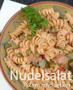 Rezept für einen leckeren Nudelsalat pikant. Ideal als Beilage zu Fleisch, vor allem gegrilltem. #nudeln #salat #grillen