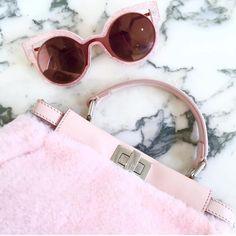 #totalbarbie é a pedida do momento com o novo #Fendi #Paradeyes ! Garanta já o seu nas Óticas Wanny! www.oticaswanny.com #compreonline #compreoseu #fendiparadayes #chiclete #pink #rosa #claro #glitter #amamos #modasolar #oticaswanny