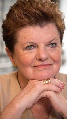 Janine Bischops.
