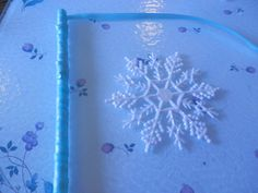 Enchant Guests with These Snowflake Wand Party Favors: Wrap the Ribbon Around the Straw