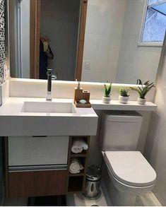 Useful Walk-in Shower Design Ideas For Smaller Bathrooms – Home Decor World Modern Small Bathrooms, Bathroom Design Small, Simple Bathroom, Bathroom Layout, Bathroom Interior Design, Interior Modern, Bathroom Ideas, Bathroom Renovations, Bathroom Furniture