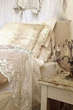 9 Blessed Simple Ideas: Shabby Chic Home Decorating shabby chic bedroom bohemian.Shabby Chic Ideas Inspiration shabby chic cottage home tours. Shabby Chic Style, Cottage Shabby Chic, Shabby Chic Design, Casas Shabby Chic, Shabby Chic Mode, Shabby Chic Vintage, Shabby Chic Interiors, Shabby Chic Bedrooms, Shabby Chic Furniture