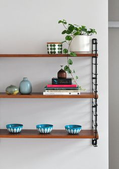 The Design Chaser: Interior Styling Furniture Decor, Furniture Design, String Regal, String Shelf, Modern Shelving, Modular Shelving, Shelving Ideas, Interior Design Living Room, Indoor Plants