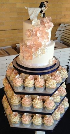 Obviously in a different color but it gives me 1 tier to keep, one to cut and then. Cupcakes for guest. And have different flavors