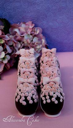oeufs de Pâques en chocolat avec mini roses / chocolate Easter eggs with mini roses