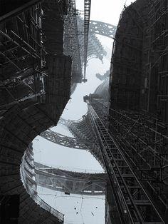 Leeza SOHO skyscraper by Zaha Hadid Architects. Image courtesy of Zaha Hadid Architects and SOHO China Zaha Hadid Architects, Arquitetos Zaha Hadid, Architectes Zaha Hadid, Environment Design, Brutalist, Architect Design, Under Construction, Modern Architecture, Dezeen Architecture
