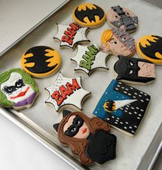 Southern Blue Celebrations: BATMAN - Cakes, Cupcakes, and Cookies Cookies For Kids, Fancy Cookies, Cut Out Cookies, Cute Cookies, Royal Icing Cookies, Batman Cookies, Superhero Cookies, Cupcakes, Cupcake Cookies
